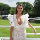 Chloe Goodman – Arrives at Goodwood Racecourse for the Qatar Goodwood Festival - 454 x 605