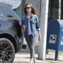 Lily Collins feeding the parking meter in Beverly Hills - 454 x 518