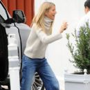 Gwyneth Paltrow is spotted out and about with her boytoy at the Brentwood Market Brentwood, California on December 10, 2016 - 404 x 600
