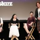 Caitriona Balfe, Sam Heughan, the writer Diana Gabaldon and the producer Ronald D.Moore - STARSZ