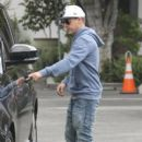 Pro skateboarder and entertainer Rob Dyrdek is spotted out with his wife Bryiana and son Kodah in Los Angeles, California on March 26, 2017 - 400 x 600