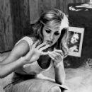 Ursula Andress - 454 x 563