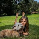 Jennifer Aniston – Photoshoot in the backyard of her LA home
