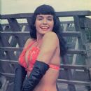 Bettie Page - 454 x 591