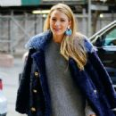 Blake Lively in a cute grey outfit out in New York - 454 x 577