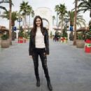 Victoria Justice Out in Universal Studios - 454 x 302