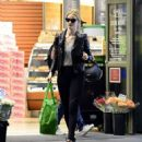 Rosie Huntington Whiteley – Shopping in Los Angeles - 454 x 498
