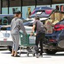 Jessica Alba– Grocery Shopping in Malibu, July 2016 - 454 x 375