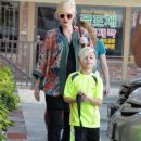 Gwen Stefani stops by an acupuncture spot Beverly Hills, California on December 27, 2013 - 389 x 594
