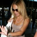 Kate Hudson Leaving LAX Airport For England, 2008-08-19