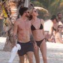 Hannah Cooper in black bikini and Joel Dommett Enjoy a Day in Mexico - 454 x 681