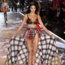 Kendall Jenner – 2018 Victoria's Secret Fashion Show Runway in NY