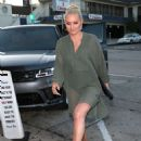 Lindsey Vonn – Arrives for dinner at Craig's in West Hollywood - 454 x 613