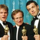 Robin Williams, Matt Damon and Ben Affleck at the Academy Awards in 1998.