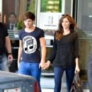 LE1 Louis Tomlinson held tight to his girlfriend, Eleanor, as they strolled through the streets on Toronto yesterday, May 31 - 435 x 580