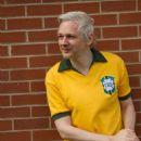 Julian Assange - Trip Magazine Pictorial [Brazil] (May 2011) - 454 x 681