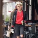 Kristen Stewart – Out for lunch in LA