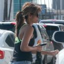 Halle Berry in Jeans Grabs Lunch in Los Angeles - 454 x 603