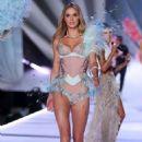 Megan Williams – 2018 Victoria's Secret Fashion Show Runway in NY - 454 x 681