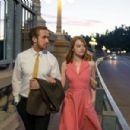 Ryan Gosling and Emma Stone in La La Land (2016) - 454 x 301