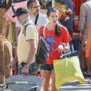 Charlotte Casiraghi – Shopping on the market in Cap-Ferret - 454 x 663