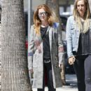 Isla Fisher – Shopping in Los Angeles - 454 x 643
