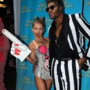 Co-hosts Kelly Ripa & Michael Strahan embarrass themselves and make Miley Cyrus and Robin Thicke actually look good - 454 x 724