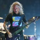 Kirk Hammett performs during a stop of the band's WorldWired Tour at T-Mobile Arena on November 26, 2018 in Las Vegas, Nevada - 447 x 600