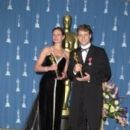 Julia Roberts and Russell Crowe At The 73rd Annual Academy Awards - Press Room (2001) - 262 x 400