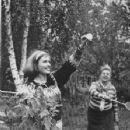 Viktoriya Fyodorova and Zoya Fyodorova - 353 x 489