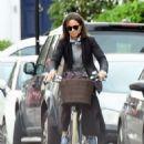 Pippa Middleton on a bike ride in London - 454 x 620