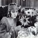 Gloria Swanson - Don't Change Your Husband - 454 x 369