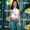 Z100's Jingle Ball 2003 In NY Press Room - 375 x 594