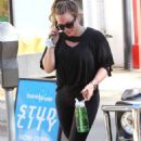 Hilary Duff in Tight Leggings out in Los Angeles - 454 x 717