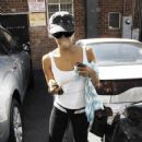 Eva Longoria Squeezes Her Tiny Frame Between Two Closely Parked Cars, 2007-10-01