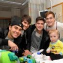 Big Time Rush stopped by Children's Hospital in Boston on Saturday, March 3 to visit with the patients!