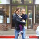 Jennifer Garner: shopping in Pacific Palisades