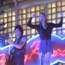 Coyote Shivers and Renee Zellweger singing Sugarhigh in Empire Records (1995)