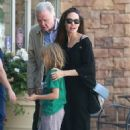 Angelina Jolie walks with her father and daughter in Los Angeles (August 12, 2017) - 454 x 669