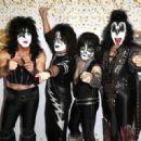 Kiss attend