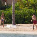 Lionel Messi and Antonella Roccuzzo in Antigua 07/04/2017 - 454 x 325