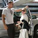 Melissa Joan Hart Pregnant, LA International Airport 2007-09-30 - 454 x 655