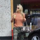 Ali Larter – Stops for a drink in Larchmont Village in Los Angeles