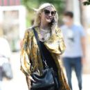 Ashlee Simpson – Shopping candids at Urban Outfitters in Los Angeles - 454 x 853