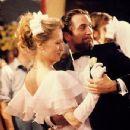 Meryl Streep and Robert De Niro in The Deer Hunter (1977) - 349 x 466