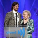 Alex Pettyfer-April 20, 2013-24th Annual GLAAD Media Awards Presented By Ketel One And Wells Fargo - Dinner And Show - 454 x 559