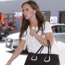 Jennifer Love Hewitt - Heading To An Office Building In Hollywood, 2009-06-15