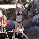 Ellie Goulding – Bikini Candids on Holiday in Capri - 454 x 681