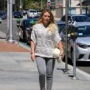 Hilary Duff at the Doctor's office - 454 x 578