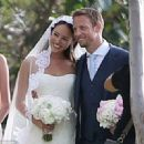 Jenson Button ties the knot with model Jessica Michibata in Hawaii - 454 x 330